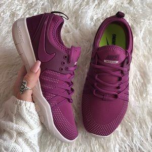 Nike Shoes - NWT Nike Free Trainers 7
